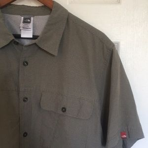 Men's The North Face short sleeved shirt